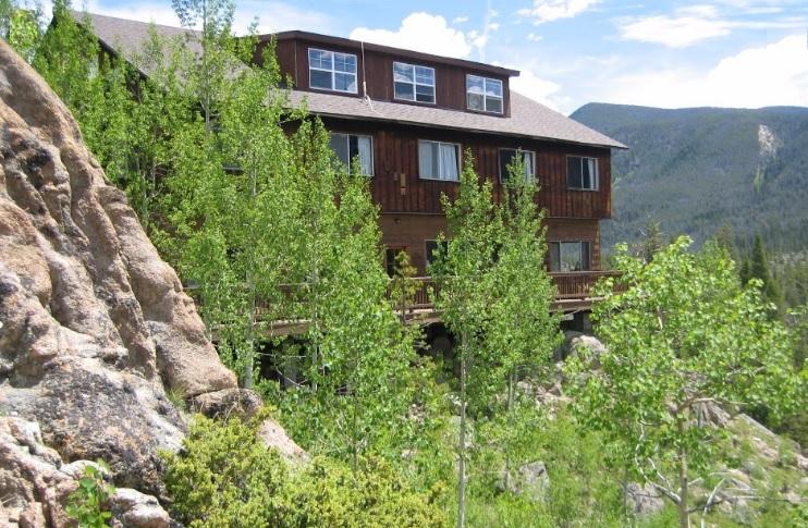 Shadowcliff Mountain Lodge